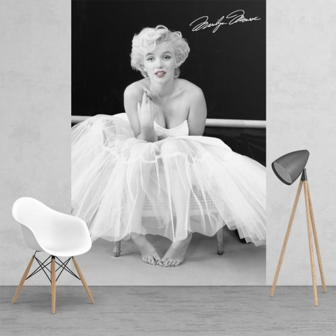 1Wall Iconic Black and White Marilyn Monroe Feature Wall Wallpaper Mural | 158cm x 232cm